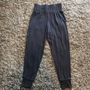 Onzie Flow high-waisted lightweight joggers